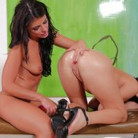 adriana chechik piss