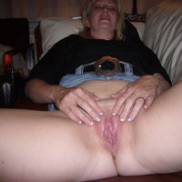wife showing her pussy