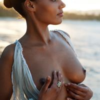 dominique tipper topless