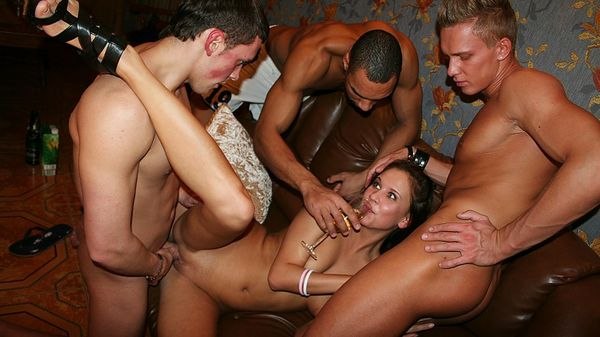 College party porn - Quality porn - 18 pictures