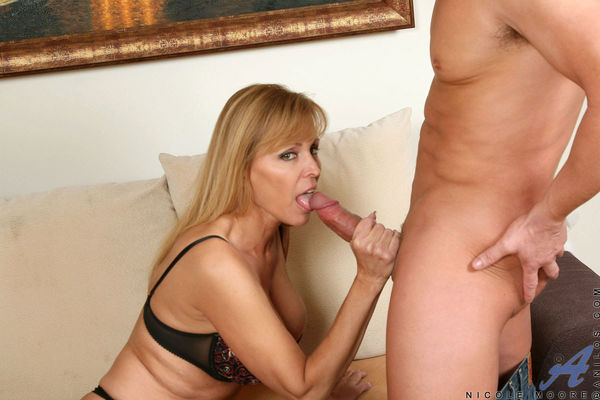 Anilos busty milf Nicole Moore takes a new cock for a test d