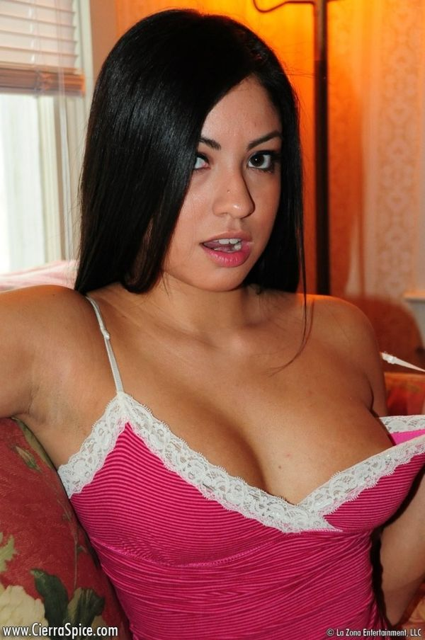 American Latina girl stripping - Pichunter