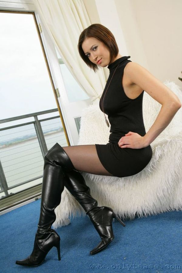 pantyhose-babe-in-thigh-boots-naked-jesica-alba-looking-girls