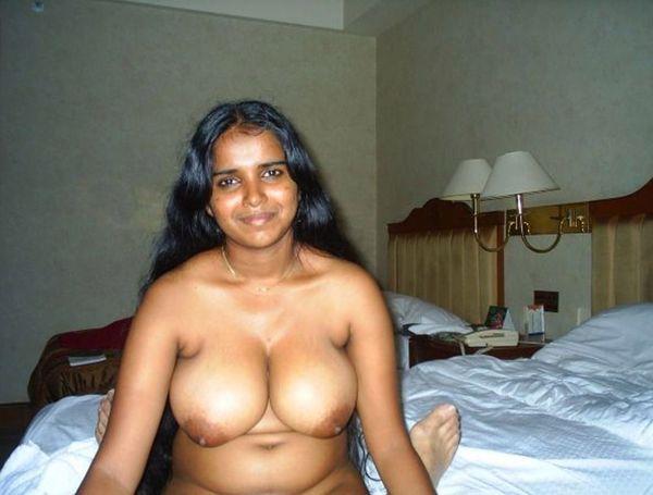 Desi tamil housewife remove saree blouse pic साड़ी में हाउस व