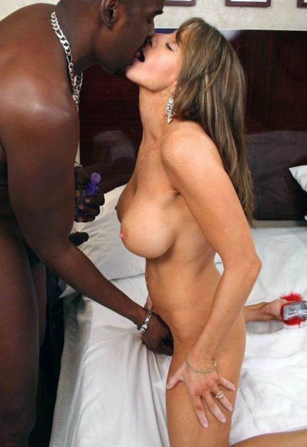 Posing with black man white girl - Hot Nude