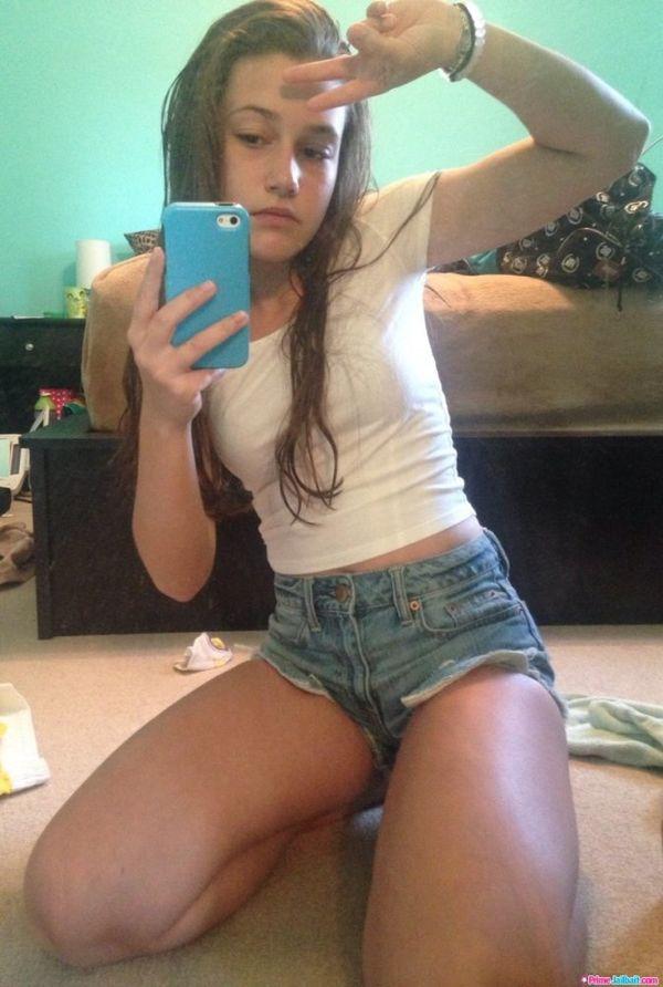 Teen pussy pic selfie — photo 9