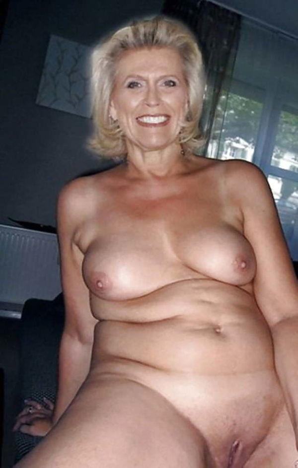 booty-mature-nude-older-women-selfie-bubble