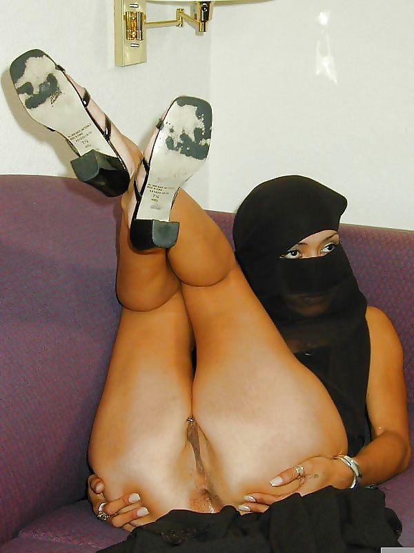 Доминирование над голые женщины в хиджабе порно фото секс фото трахнули