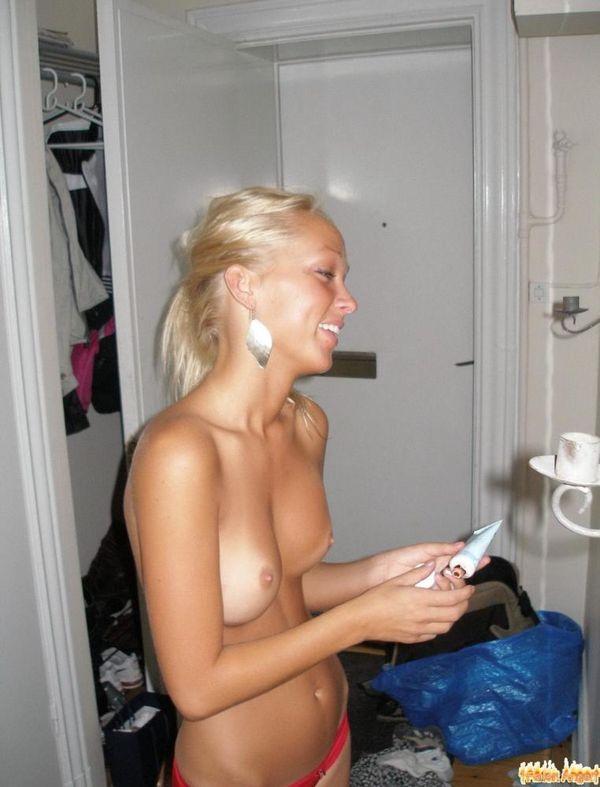Voyeuy Jpg Hot Polish Young Blonde Teen Girl On Vacation