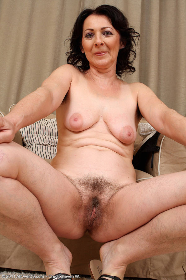 Older woman hairy pussy — pic 3