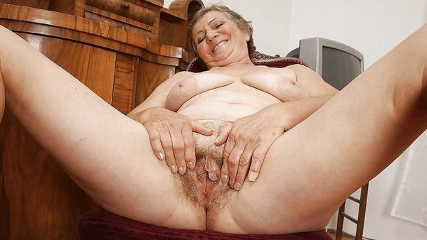 Very old hairy pussy