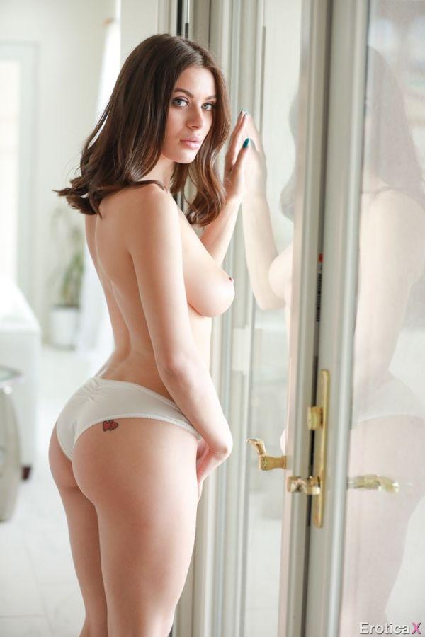 Lana Rhoades naked&lana rhoades