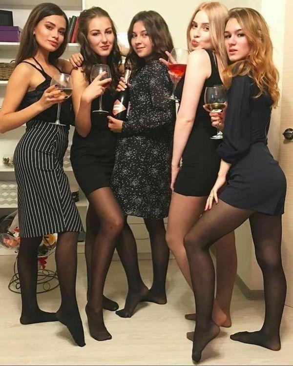 #houseparty #stockings #nylonfeet #pantyhose #blackpantyhose