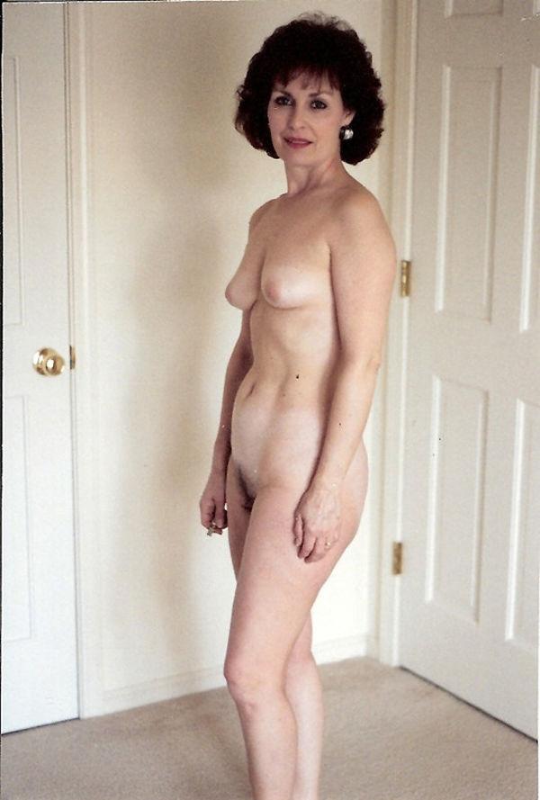 Home Porn Jpg Mature US wife posing nude