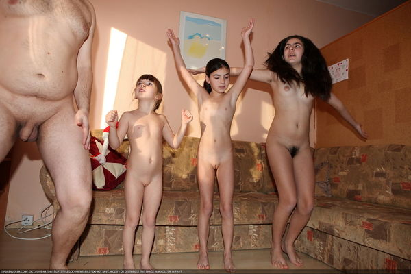 Asian family nudists picture..