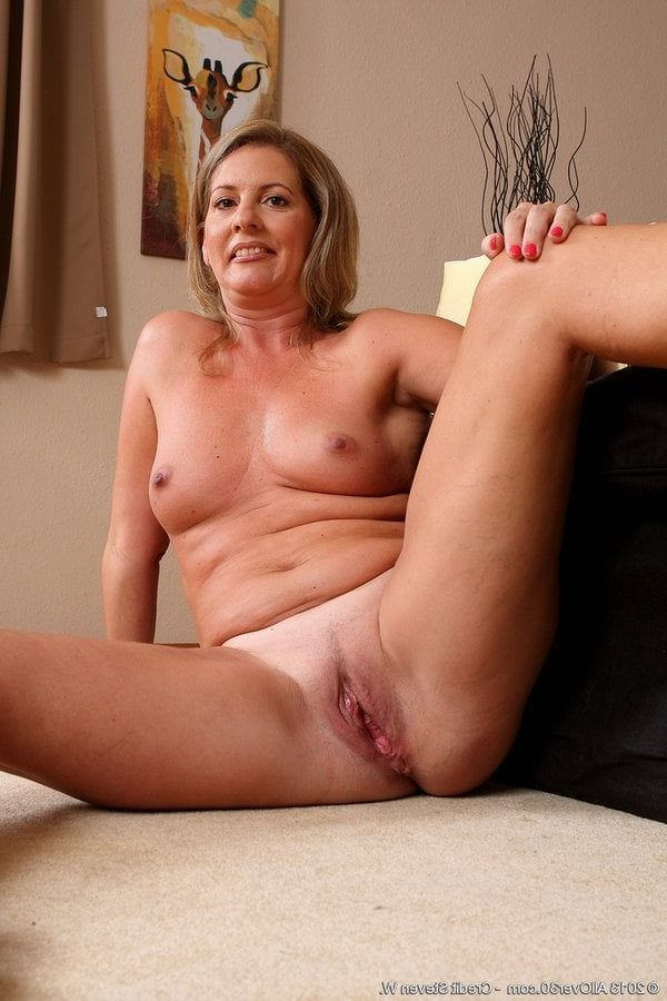 naked-old-milf-nude