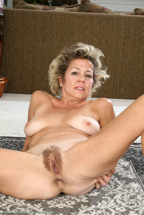 Valuable women over 40 hairy pussy