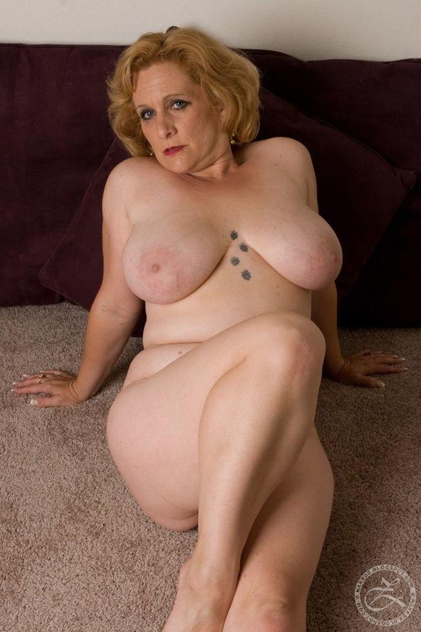 Mature big boobs mom - MILF