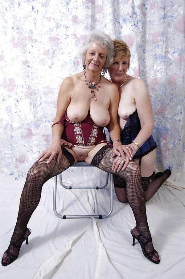 Granny Pics Slut Photo - Granny sexy aged shows pink pussy