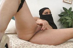 Sexy Muslim Arab Girl upskirtporn