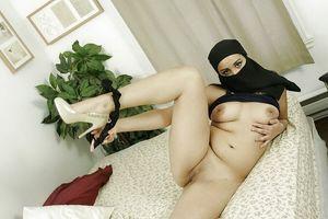 Sexy Muslim Arab Girl Posing Nude -..