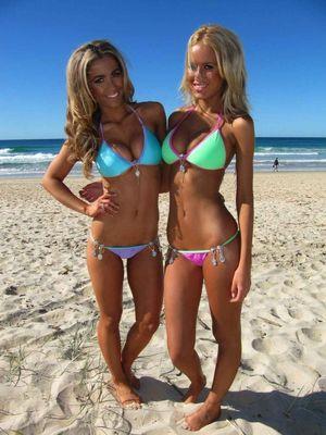 lovee these neon bikinis!!! xD fashion..