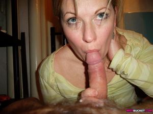 Amateur wife gives blowjob - Pichunter