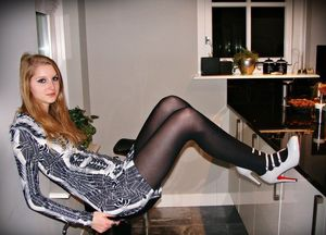 Amateur Amateur Girls In Pantyhose..