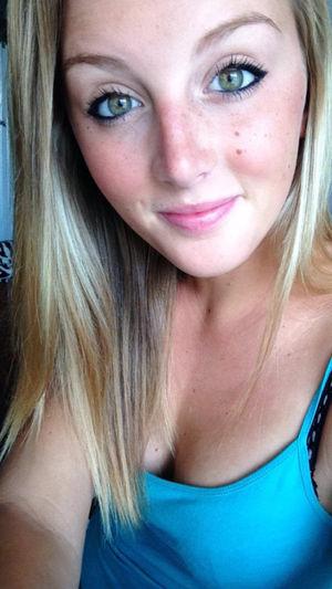 Big eye selfie sorgusuna uygun..