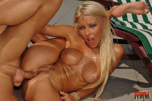 Browsing Xxx Pictures for Sexy blonde..