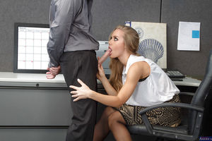 Nicole Aniston takes cock in..