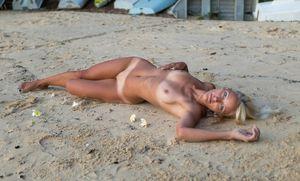 Darncer loves Topless Beach Babes 4..