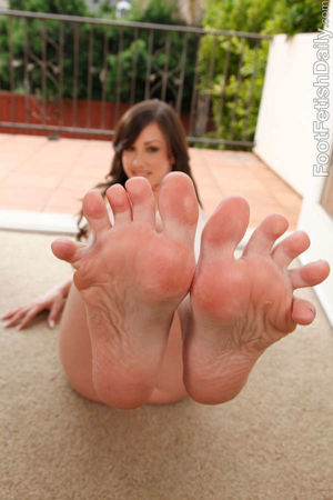 Jennifer White Feet (4 pictures)..