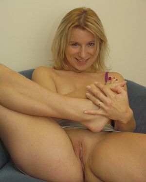 Gorgeous Blond Exgirlfriend Nude In A..