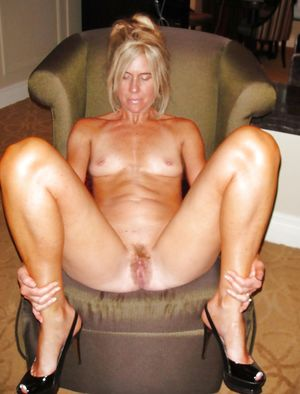 Sexy granny mature milf spread juicy..