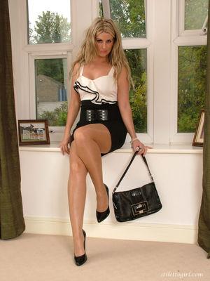 Porn pics of Stunning blonde Kathryn..