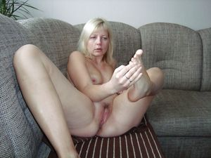 blonde mature spread at home - Free..