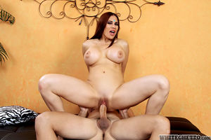 Mature big titted Sheila Marie spreads..