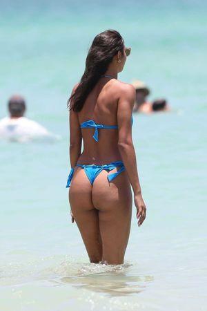 FAPLOADS: Booty Bitch on the Beach..
