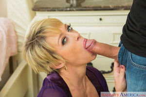 Blonde milf lya pink with pierce..