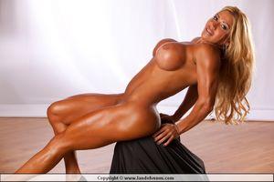 Land of Venus - Nude Female Bodybuilders