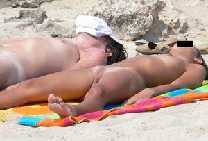 Hottes nude beach photos