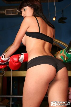 Busty latina in boxing ring - Pichunter