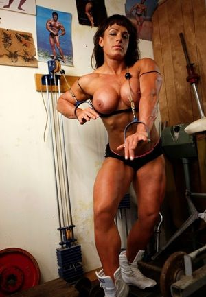 Big strong muscular woman sexy nude..