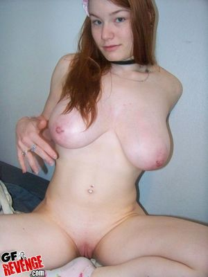 Redhead girl with big tits posing in..