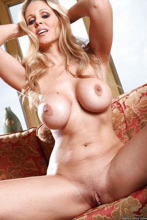 Mature pornstar Julia Ann with big..