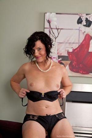 Older brunette MILF showcases her..