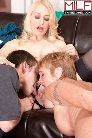 Kissing grannies Robin Pachino & Honey..