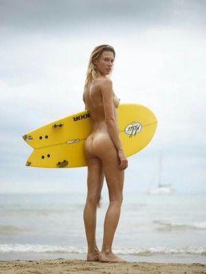 I LOVE this girls ass. I would eat cum..