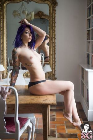 Beautiful Sexy Suicide Girl Plum..